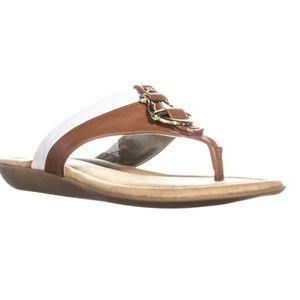 Bandolino Janette Flat Thong Sandals 6.5 M